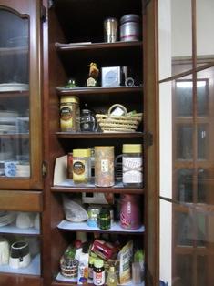 食器棚右1