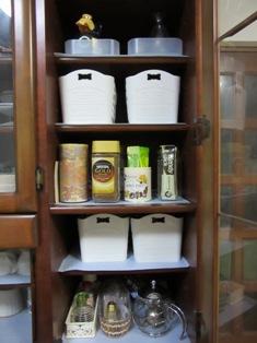 食器棚右10