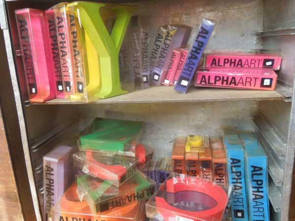 マニャーナのタイポグラフィー雑貨 ALPHAART