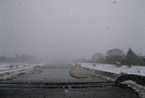 2014_12 18_僕が暮らす街でも雪が降っている