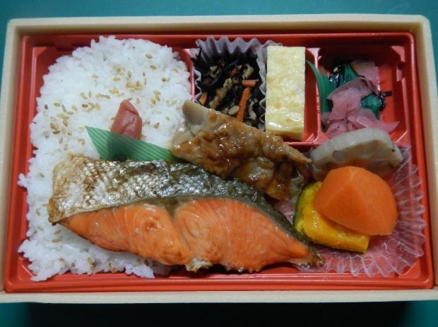 大きな紅鮭弁当@ローソン (2)