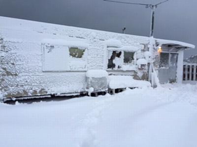 雪まみれの事務所