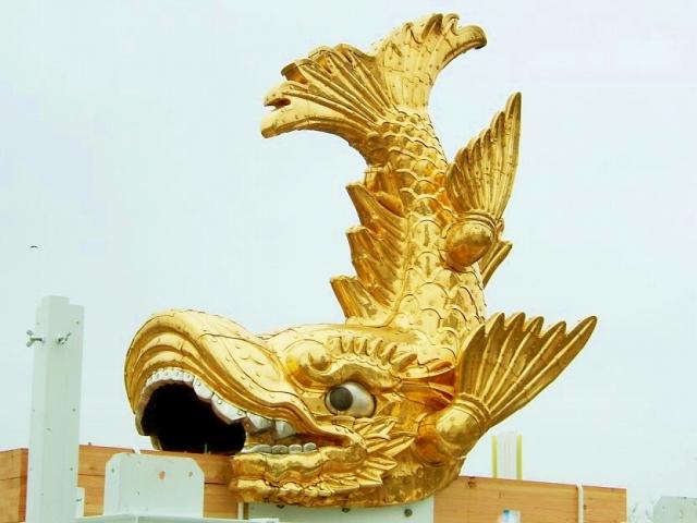 Nagoya_Castle_Golden_Shachi-Hoko_Statue01-3.jpg