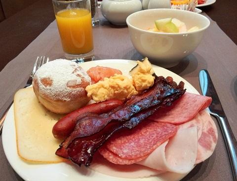 12 朝食・バイキング 2日目もハム中心