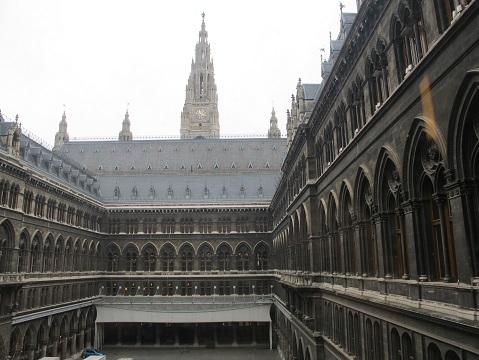 5 ウィーン市庁舎・2Fより中庭