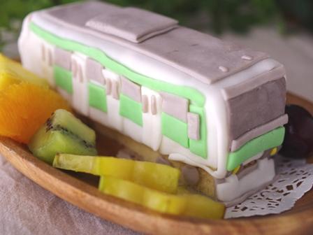 おやつづくりパーティ電車のケーキ山手線車両01
