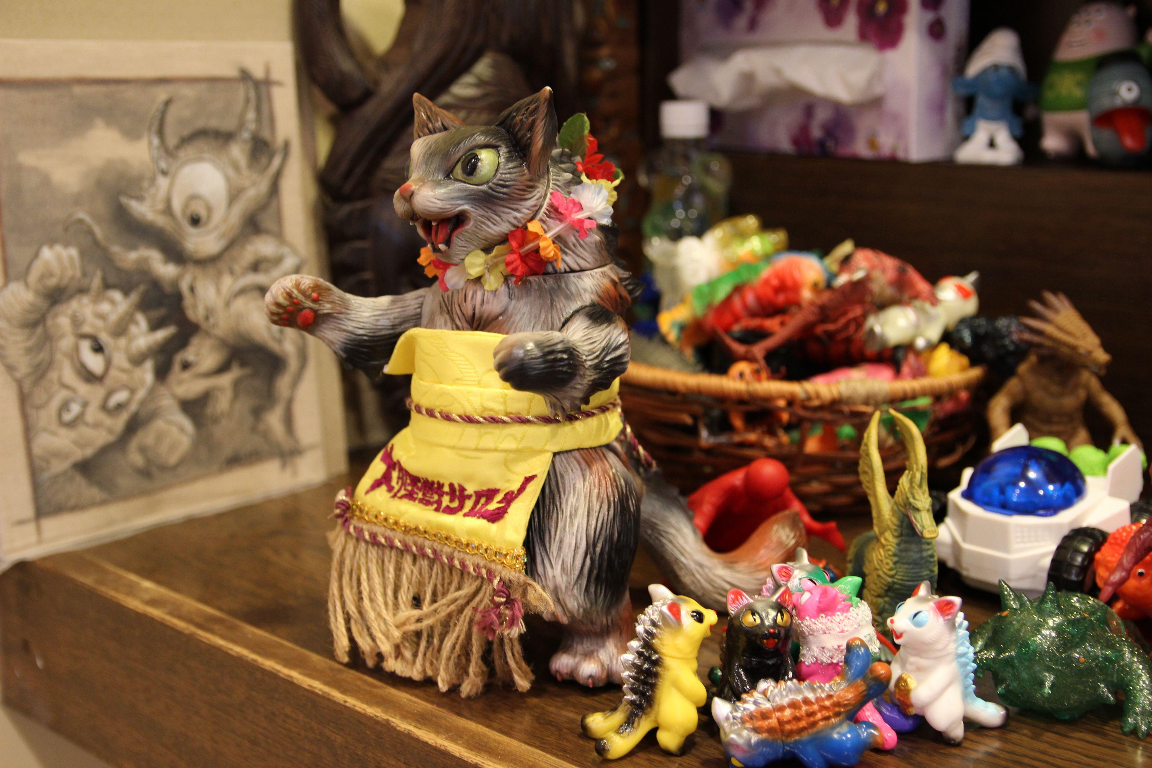大怪獣サロン新装開店! 2015年3月19日の店内風景~ショーケースに並ぶガッキーくん、ムーチョ、ベッコス、ツノゴン!ウルトラニャン勢ぞろい!