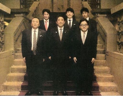 秋元康が、組閣ごっこ写真掲載のフライデーに激怒「AKBは講談社NGな!」 [316069425]