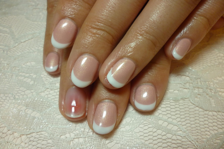 新色のピンクワンカラー&白フレンチ 王道ネイル