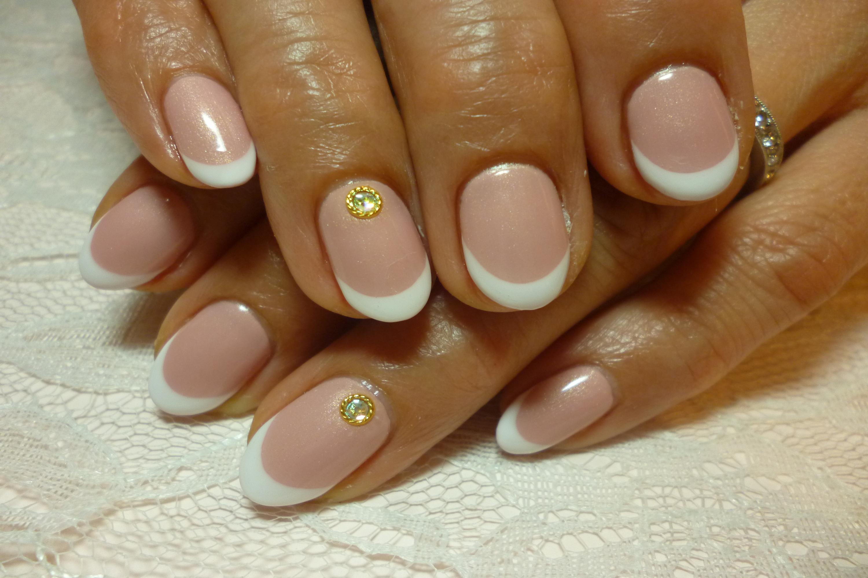 王道ピンクベース白フレンチネイル