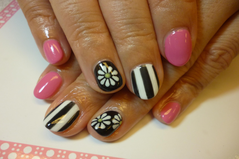 白・黒・ピンク!ストライプ&お花モノトーンネイル