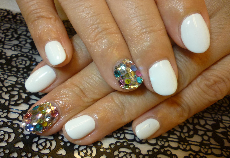 ホワイトワンカラーネイル キラキラ宝石ビジューネイル