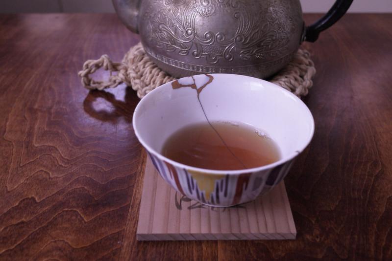 金繕いウズ茶碗