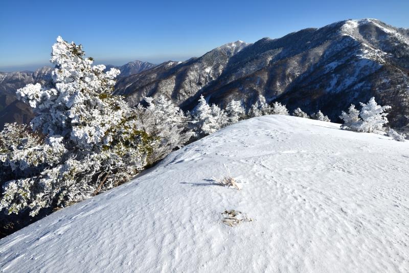 丸笹山頂から剣山  (徳島県)