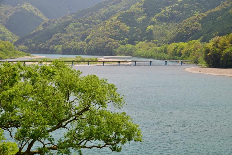 「四万十川と沈下橋」 (高知県)