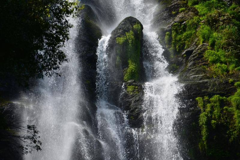 「怒涛 神庭の滝」  (岡山県真庭市)