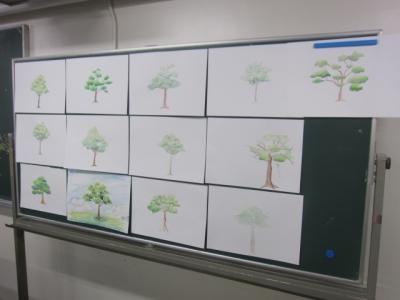 色鉛筆で樹木