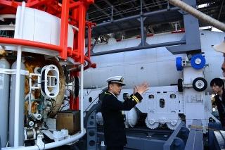 潜水艦救難母艦 ちよだ AS-405