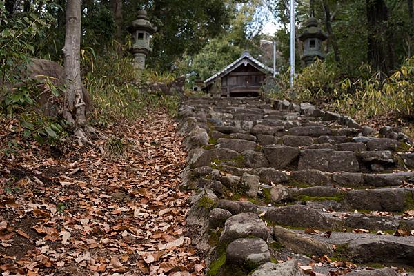 尾張戸神社へ続く石段