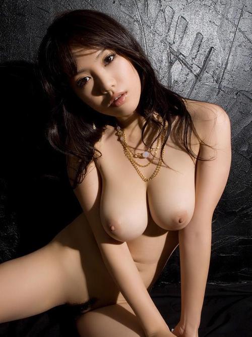 おっぱいの形がキレイで大きい巨乳のエロ画像 33枚