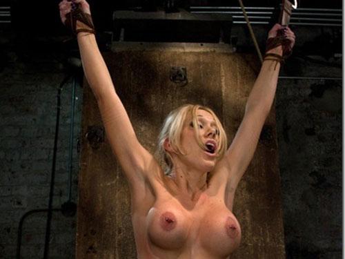 【エロ画像】外人でも縄で縛られて首筋を震わせて感じている女が好きです。