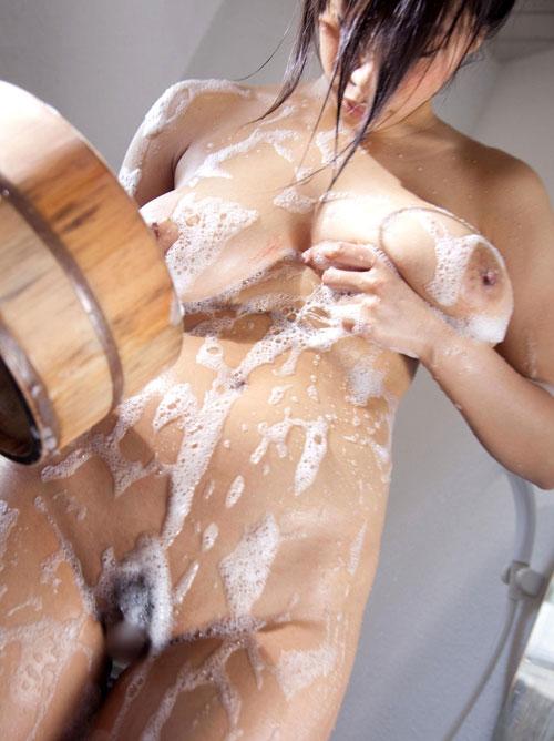 お風呂で泡まみれのエロおっぱい29
