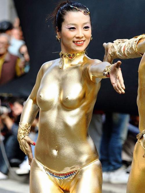 3次元 女の子の全裸って金色に光ると初めて知ったエロ画像集 25枚