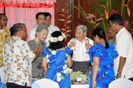 パラオ共和国、ミクロネシア連邦、マーシャル諸島共和国の大統領夫妻と乾杯する天皇、皇后両陛下