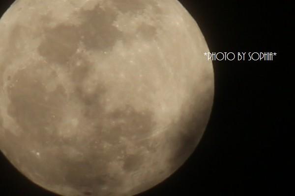 薄雲の中のほぼ満月Ⅱ