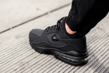 Nike-Air-Max-93-Triple-Black-2-760x506_jpg_pagespeed_ce_ZKzFaj2---.jpg