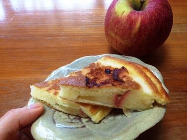 りんご入りホットケーキ