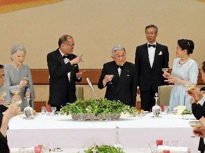 フィリピン大統領と目が合う雅子さま