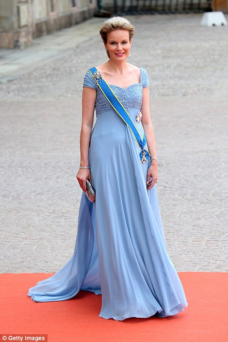 29976DC100000578-3122810-Queen_Mathilde_of_Belgium-a-9_1434256863751.jpg