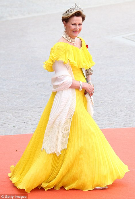 299771D300000578-3122810-Queen_Sonja_of_Norway-a-36_1434256867411.jpg