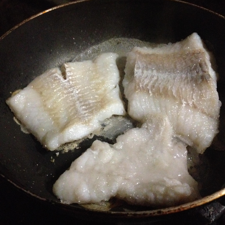 すき身鱈の塩片栗粉焼き