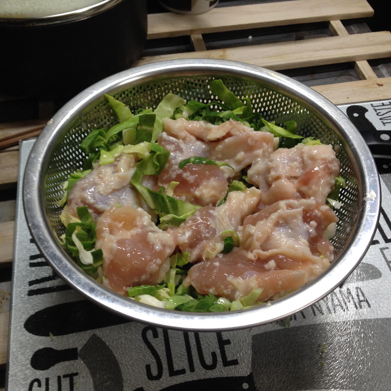 鶏腿肉の塩麹漬蒸しの蒸す前