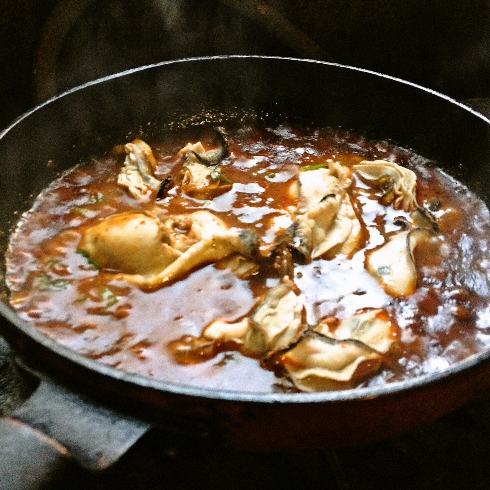 麻婆ソースに加熱用生牡蠣を投入