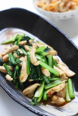 「鶏胸肉と小松菜のピリ辛オイスター炒め1
