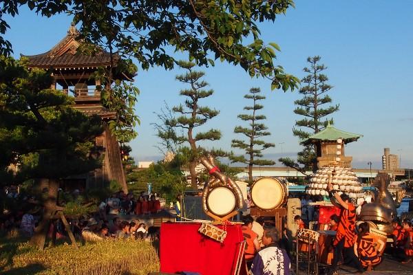 毎年熱田区の「宮の渡し公園」で行われる堀川まつり