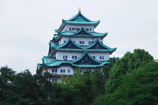 名古屋城 名古屋城は、徳川家康が天下統一の最後の布石として築いた城です