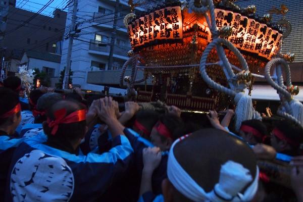 鳥越神社の例大祭 千貫御輿 宮入道中