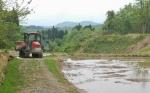 棚田の農作業