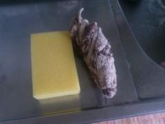 台所のスポンジ束子と布巾。