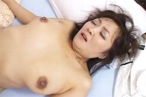 友人のぽっちゃりお母さんと激しいSEX!3Pでおまんこを突き上げるセックス動画