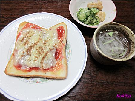 苺ジャムとチーズのトースト