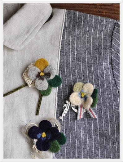 羊毛ブローチcoma1