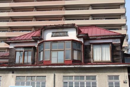 赤い屋根の洋館④