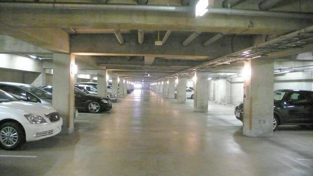 ■権利を持っていないと利用する事ができない地下駐車場!!今回のお部屋は地下駐車場の権利付です!!