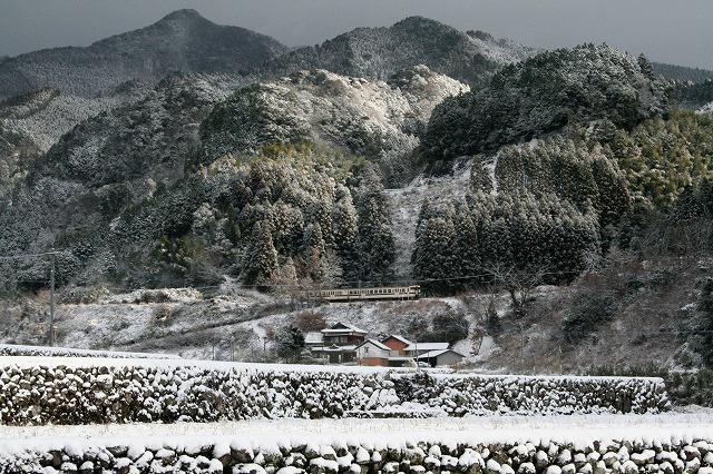 ④雪の棚田を行く