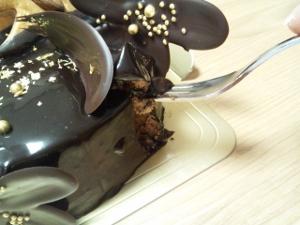 チョコケーキ直 喰い② (300x225)